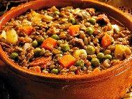 Рецепта Яхния със свинско месо, грах и картофи в глинен гювеч на фурна